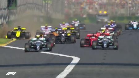 リカルド、スタート直後にウィングを失う@F1オーストラリアGP決勝