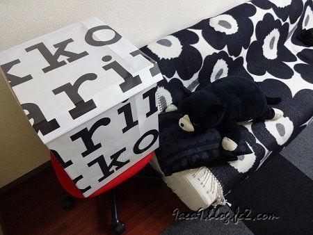 部屋 椅子 赤