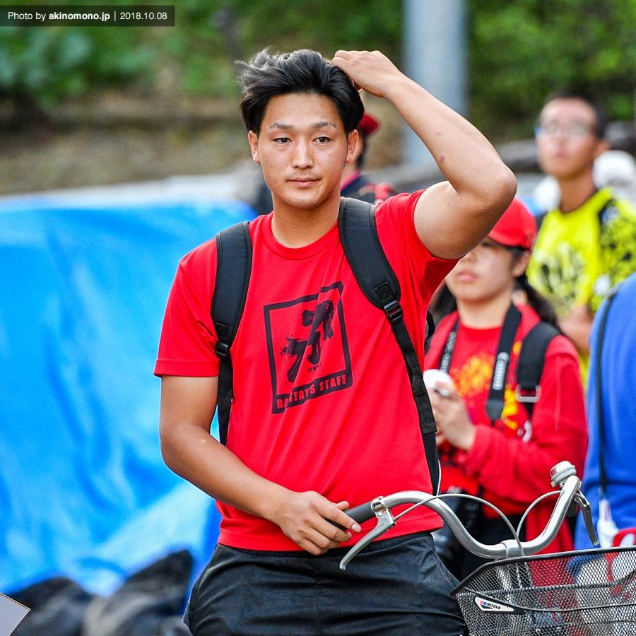 自転車で帰宿する床田