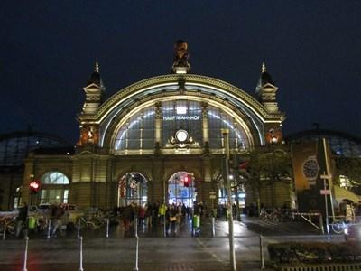 フランクフルト中央駅夜6