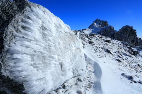 岩氷と宝剣岳と天狗岩