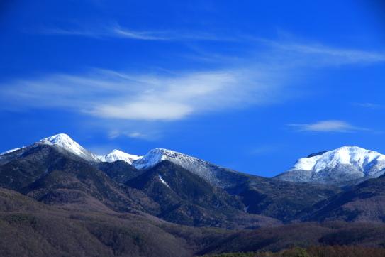 冠雪の天狗たけと硫黄岳を彩る雲