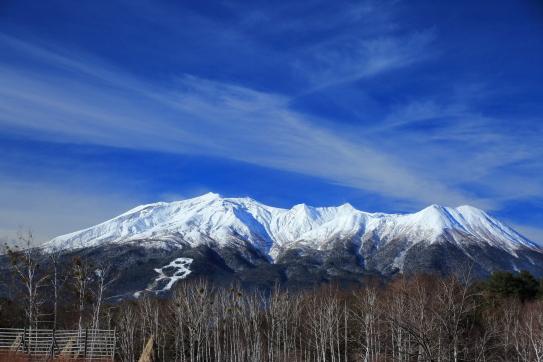 白銀の御岳山を彩る雲