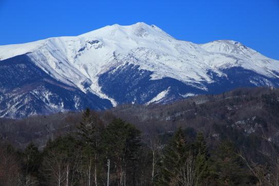 岐阜県側から望む白銀の乗鞍岳