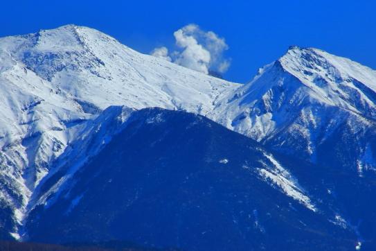 噴煙立ち昇る御岳山地獄谷