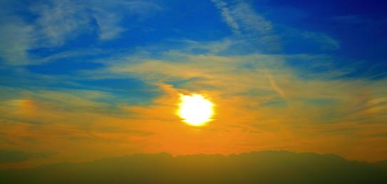 中央アルプスと夕焼け雲と落日