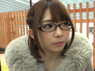 【逆ナンパ】メガチンポの黒人を眼鏡美少女が逆ナンパ!メイドコスプレ&中出しセックスで日本流のおもてなし!