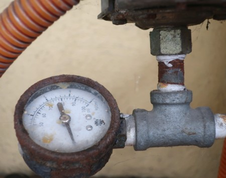 water leakage gauge (10)