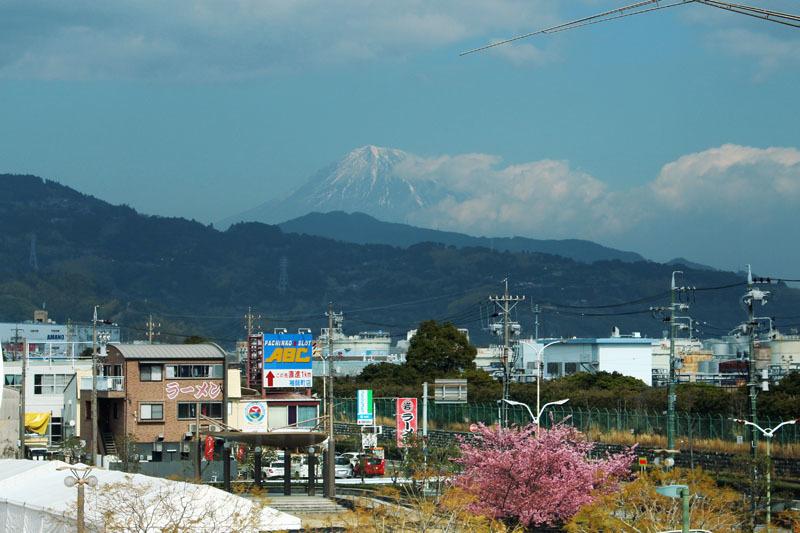 清水駅自由通路からの富士山 190223
