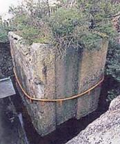 生石神社石の寶殿全景