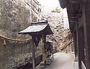 生石神社石の寶殿前