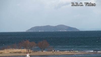 西寄りの強風で吹雪になった琵琶湖(YouTubeムービー)