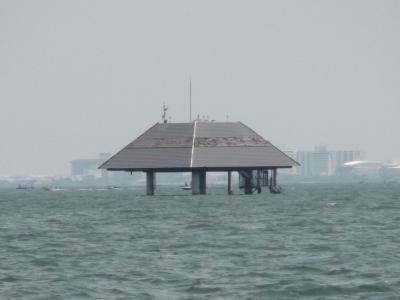 琵琶湖南湖の6本柱観測塔