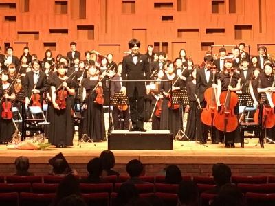 指揮者の高谷光信は1977年生まれ