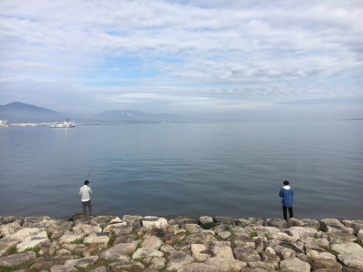 晴天微風でベタナギの打出浜湖岸