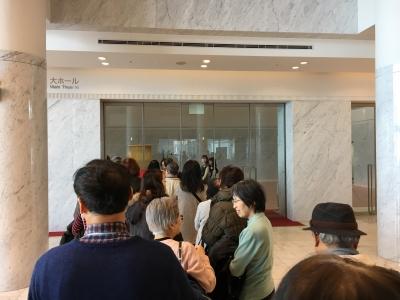 開場約10分前に並び始めた行列は数10人で入場ものんびり