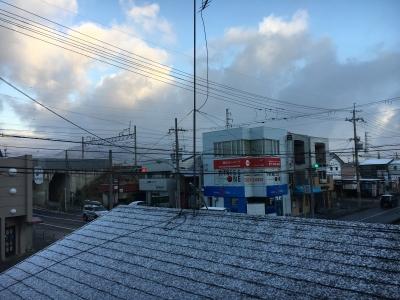 年末寒波の襲来で堅田も未明から雪になりました(12月28日7時30分頃)