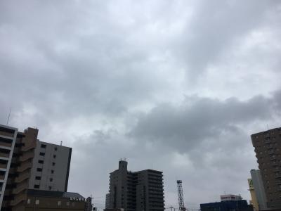 堅田は朝から分厚い雲がかかった雨が降ったり止んだり。部分日食はまったく見えず(1月6日10時頃)