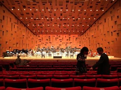 ホールのほぼ中央の席を確保