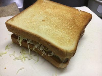 ニジマスのフィッシュサンドイッチ
