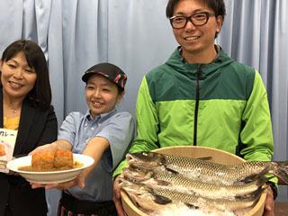 びわ湖のマジカフライカレーと材料の琵琶湖産ニゴイ