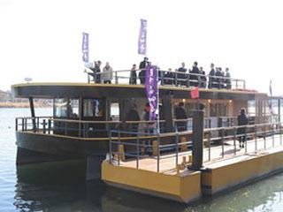 滋賀中央観光バスが新造した「屋形船四季」