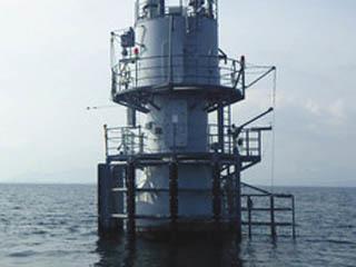 琵琶湖北湖の浮体式観測施設