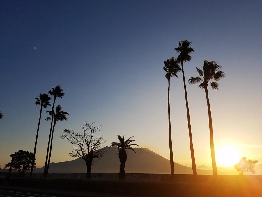 早朝の桜島 秋