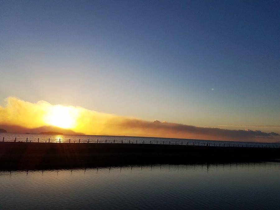 噴煙と朝日2