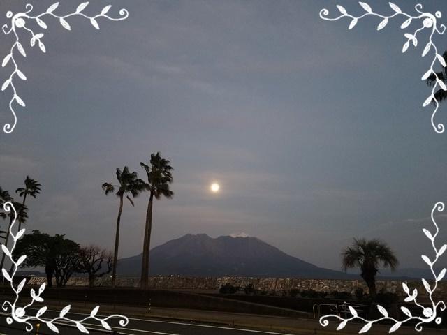 月と桜島1