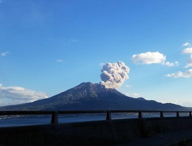 国道10号線より桜島噴煙1