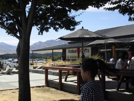 湖畔レストラン
