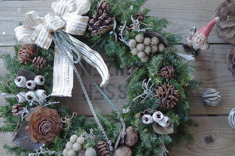 落ち着いた雰囲気のヒムロスギとブルニアのクリスマスリース♪