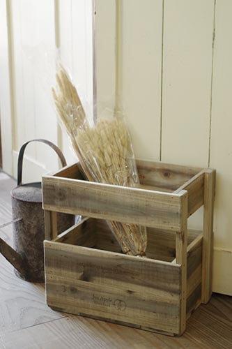 シャビーシックな色合いのりんご箱風の木箱