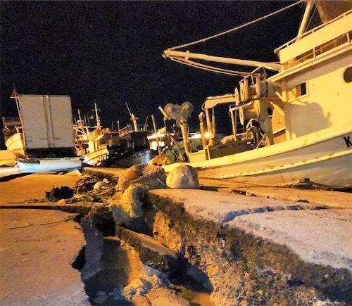 68の地震の後、ギリシャのザンテ港での被害DqZzYOBX0AAtmfK