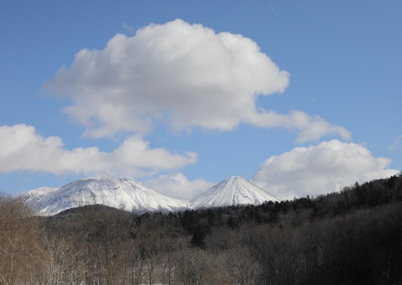 9070 雌阿寒岳と阿寒富士