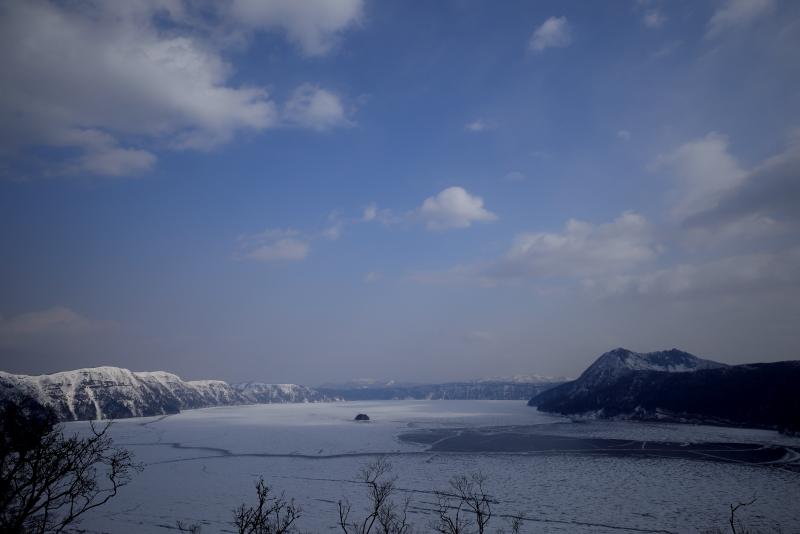 1158 摩周湖 光と影