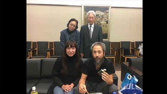 安田純平さん帰国「可能な限り説明」 母のおにぎりに笑顔