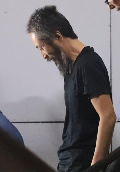 【画像】 安田純平さん、前から見ると人質っぽい風貌に見えるけど後ろから見るとすごくサッパリしていると話題に