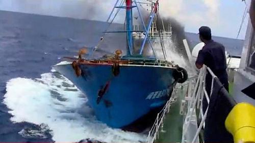 沖縄県の尖閣諸島沖で支那漁船による海上自衛隊の巡視船への体当たり衝突事件