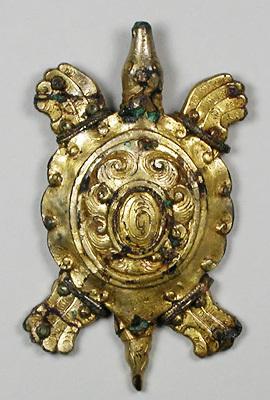 笹塚古墳(栃木県)で見つかった金銅製の亀形飾金具