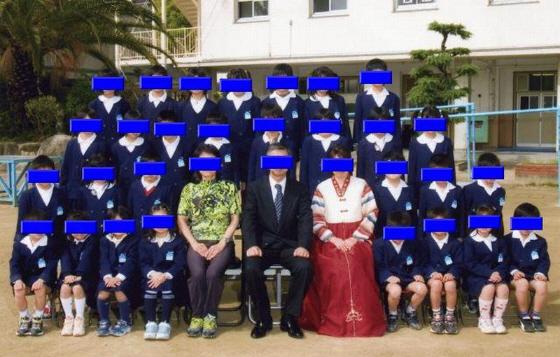 入学卒業式の女教師の正装はチョゴリ