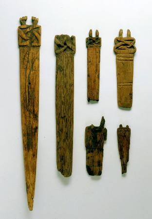 森県八戸市の是川中居遺跡で出土した紀元前1000年ごろ(縄文時代晩期)の木製品(是川縄文館提供)