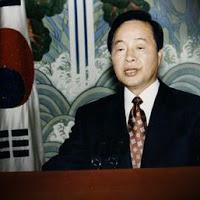 """1993年8月、金泳三大統領も「河野談話」を評価し、「もうこれで終わりにします」と、外交決着を""""宣言""""した。"""