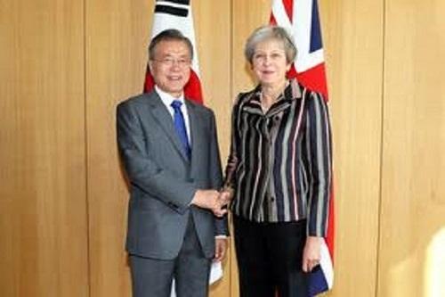 英・独首相に会った文大統領「対北制裁緩和の役割を」