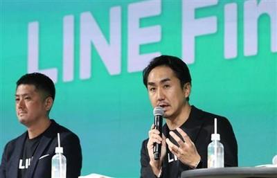 「LINE Fintech Conference」で質疑応答に応じるLINEの出沢剛社長(右)ら=27日午後、東京都渋谷区(桐原正道撮影) LINEとみずほが新銀行設立へ 来春、設立準備会社立ち上げ