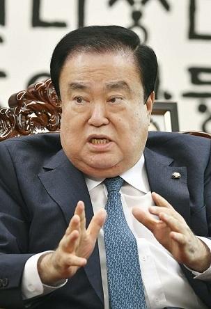 韓国国会の文喜相議長=2018年9月、ソウルの国会議事堂(共同)