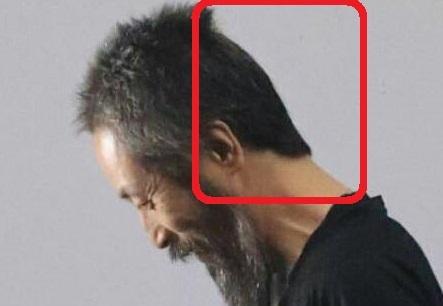 【画像】【画像】安田純平、釈放時に人質メイク?後頭部は綺麗にカットされ白髪もなし・、前から見ると人質っぽい風貌に見えるけど後ろから見るとすごくサッパリしてい