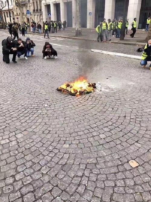 """""""Paris burns""""「燃えるパリ」世界各国のマスコミのインチキ報道ヤラセ大袈裟"""