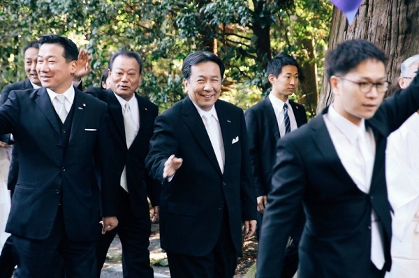 立憲民主党公式ツイッター「本日4日、枝野代表は福山幹事長らと伊勢神宮⛩を参詣し、一年の無事と平安を祈願しました。」
